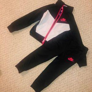 Nike toddler jogger set